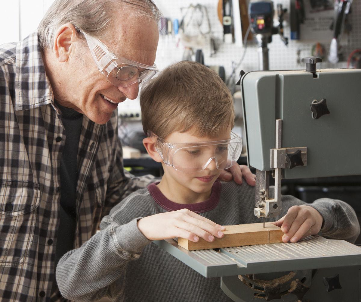 商店,成年人,8岁到9岁,单片眼镜,学龄儿童,教,孙子,水平画幅,木工图片
