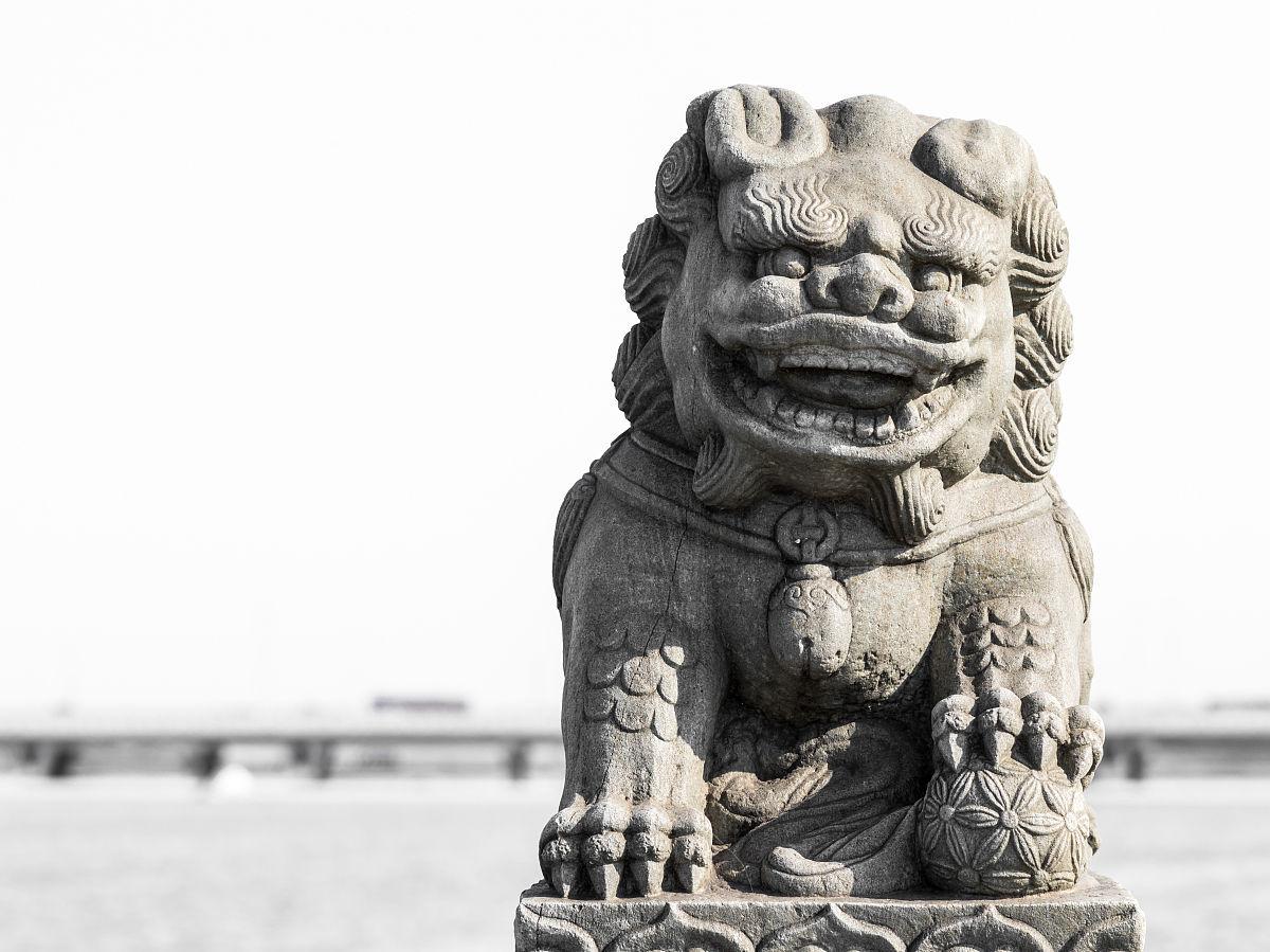 卢沟桥上的石狮子图片
