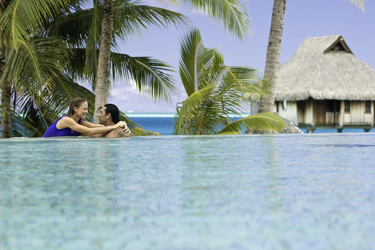 列华群岛,游泳池,体育场馆,青年人,成年人,中年人,椰子树,海滩小屋,小图片