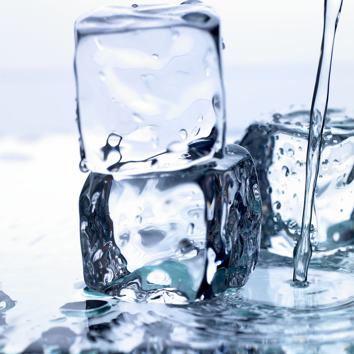 饮料,寒冷,湿,水彩画颜料,彩色背景,流动,饮用水,倒,流水,水坑,影棚图片