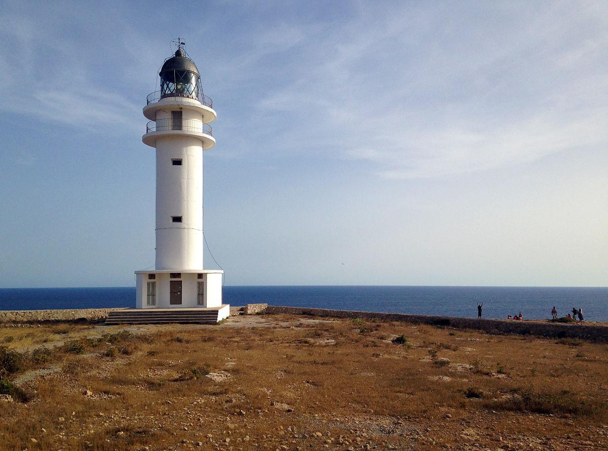 现代小�9a��am�il�..�i-9`�_cap de barbaria灯塔在福门特拉岛,巴利阿里群岛,西班牙