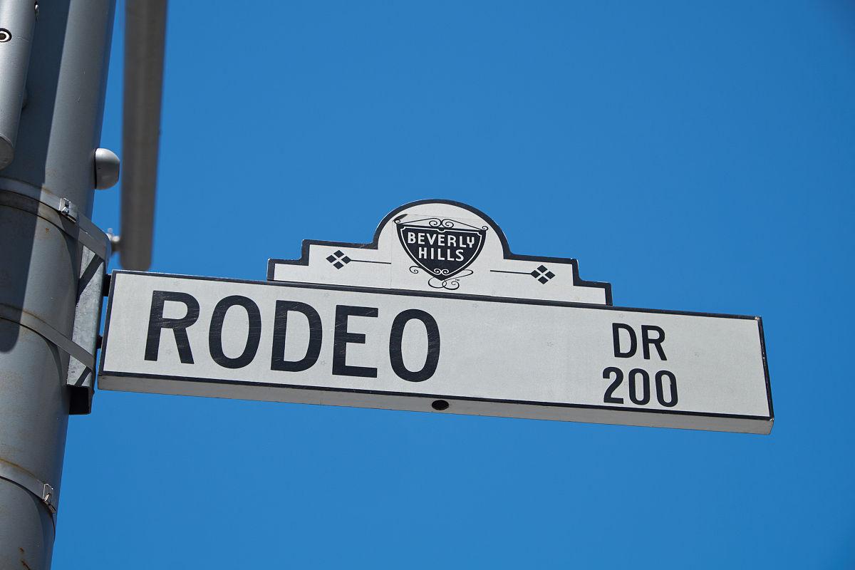 欧�:#�y�yn�y���i&�l$zd�_罗迪欧大道大街的标志
