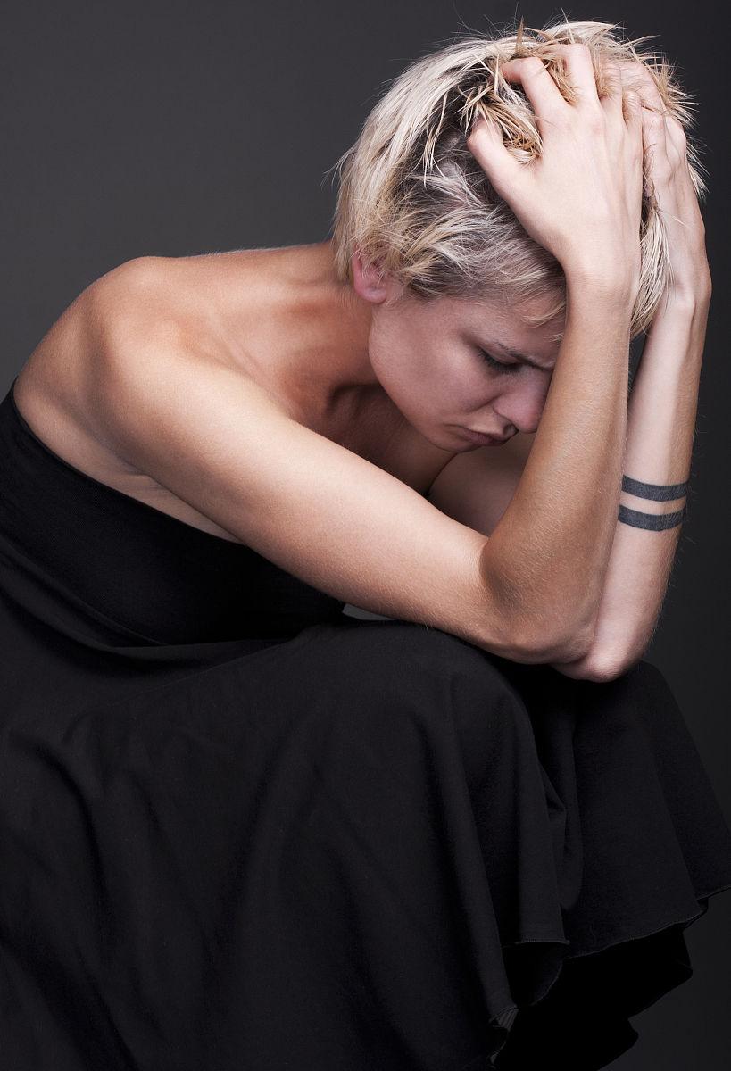 纹身,军乐游行,拿着,仅女人,仅一个女人,人体,情绪压力,痛苦,与摄影图片