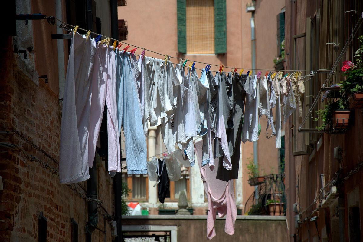 衣_晾衣绳在威尼斯