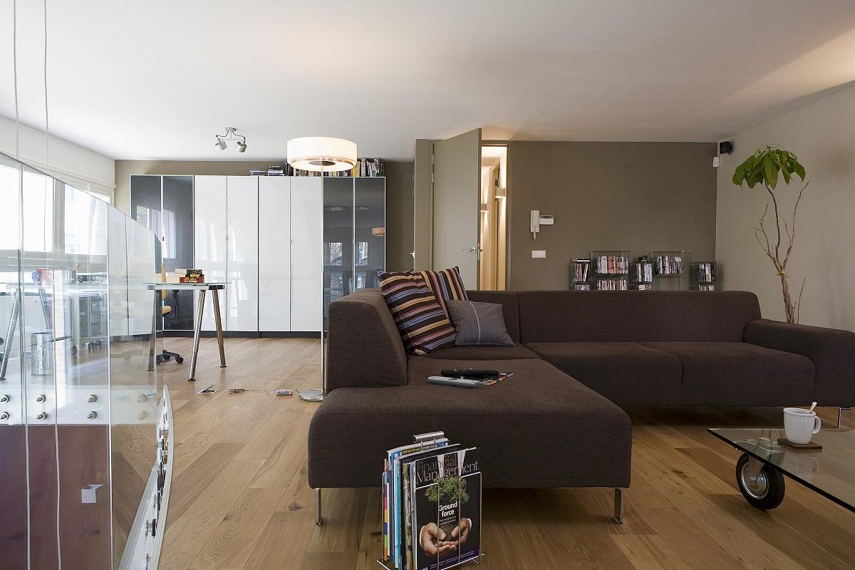 棕色角落沙发在现代,开放式的房间图片