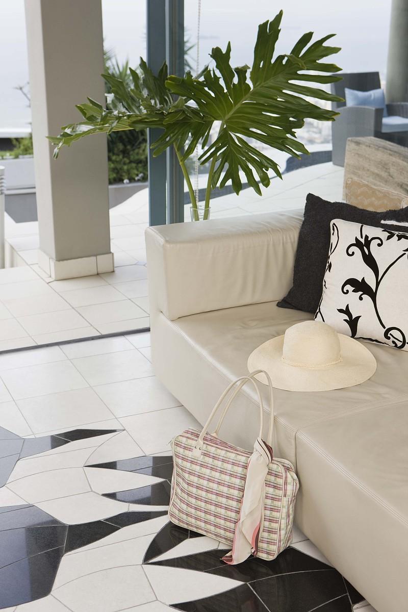 酒店大堂的沙发和帽子图片