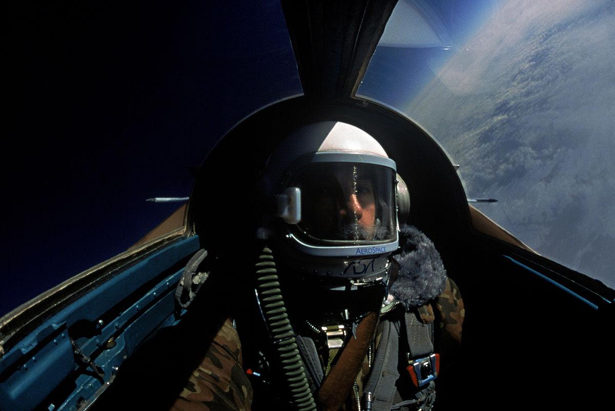 一个人,军事,座舱,恐怖,成年人,战斗机,彩色图片,完美,男人,仅一个图片