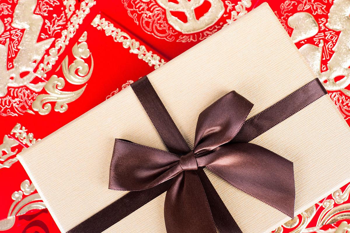 礼品盒和红包图片