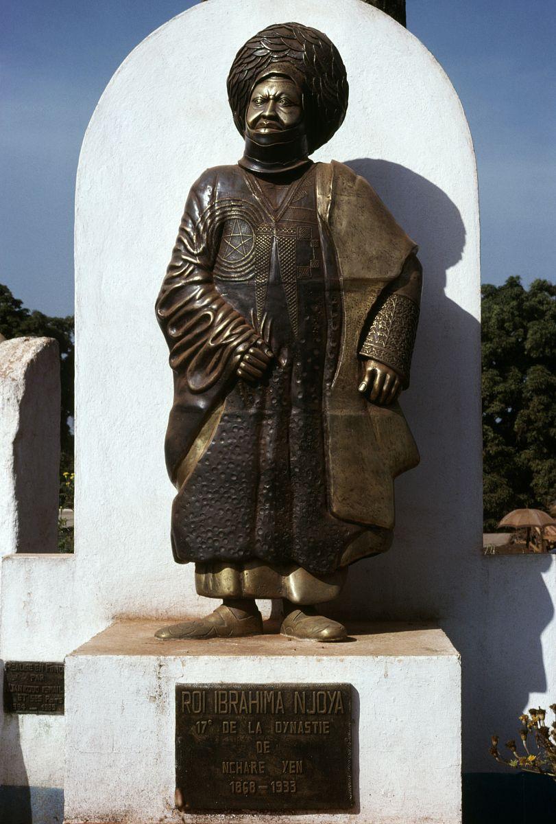 王䲹a��!n���[��X�_易卜拉欣王mbouombouo njoya雕像(1860-1933),丰班,喀麦隆