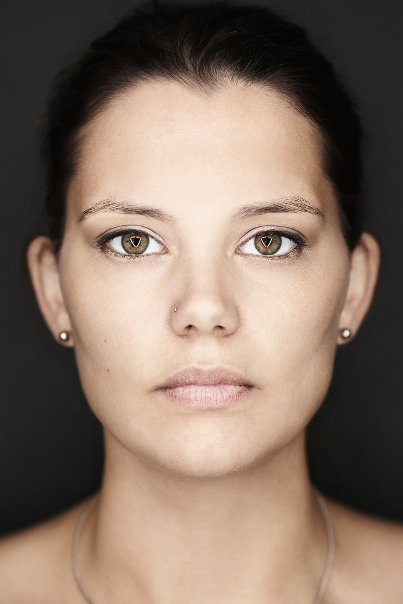 眼线笔,视力,鼻钉,时尚,挑染,黑色背景,耳饰,仅成年人,美人,艺术文化图片