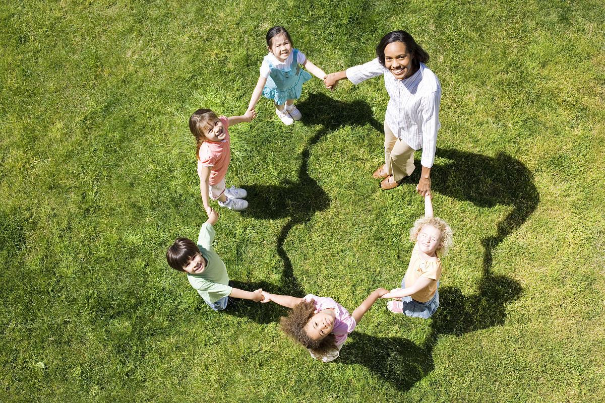 游戏,圆形,三维图形,角度,几何形状,形状,球体,草,草原,学龄前儿童图片