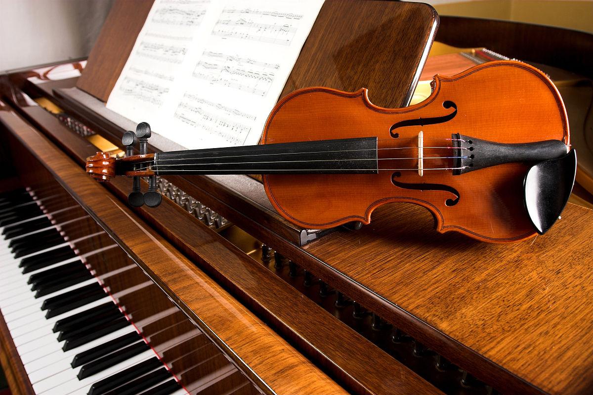 练习,古典风格,背景,褐色,水平画幅,乐器弦,乐谱,音符,小提琴,钢琴图片
