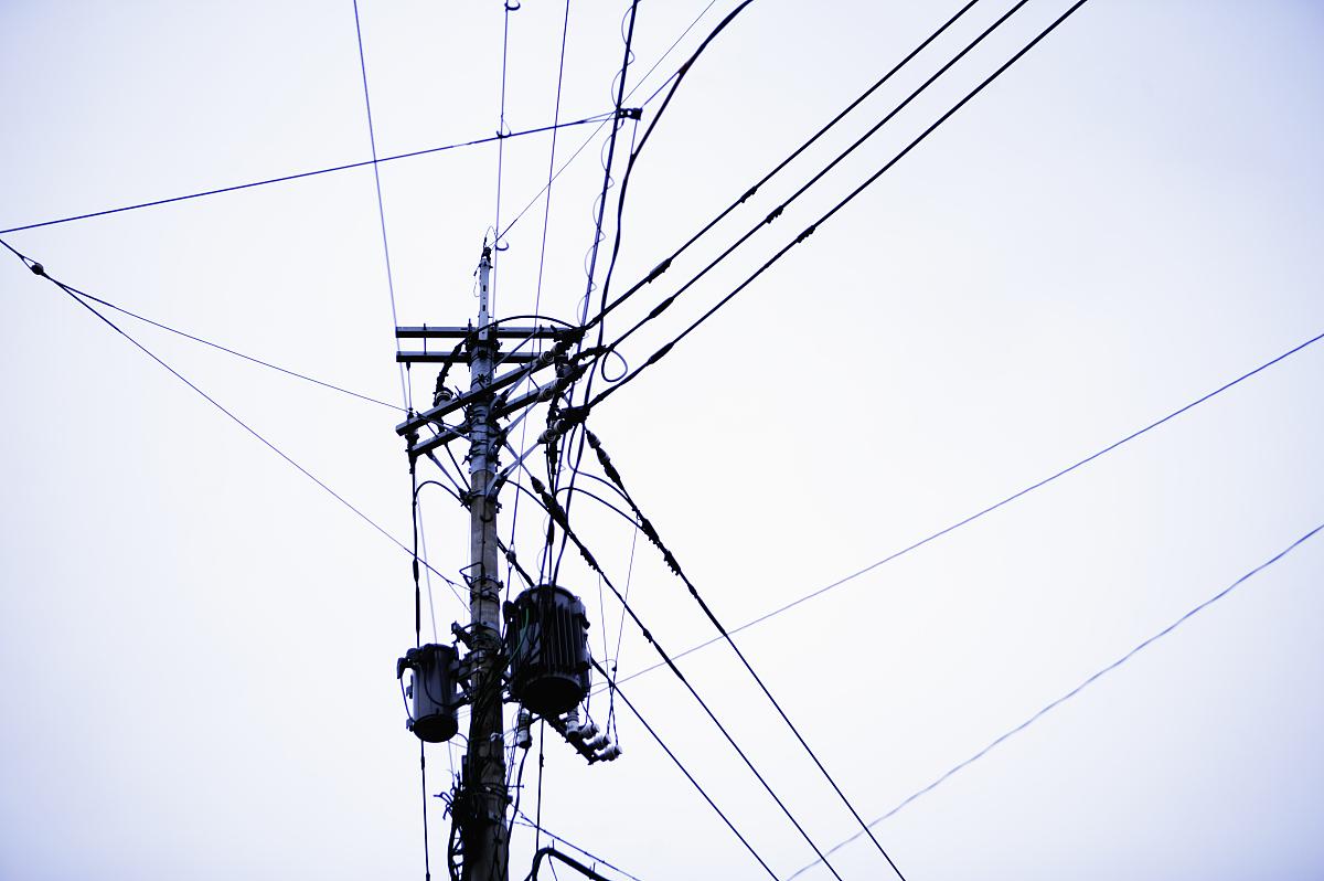 电线和电线杆图片