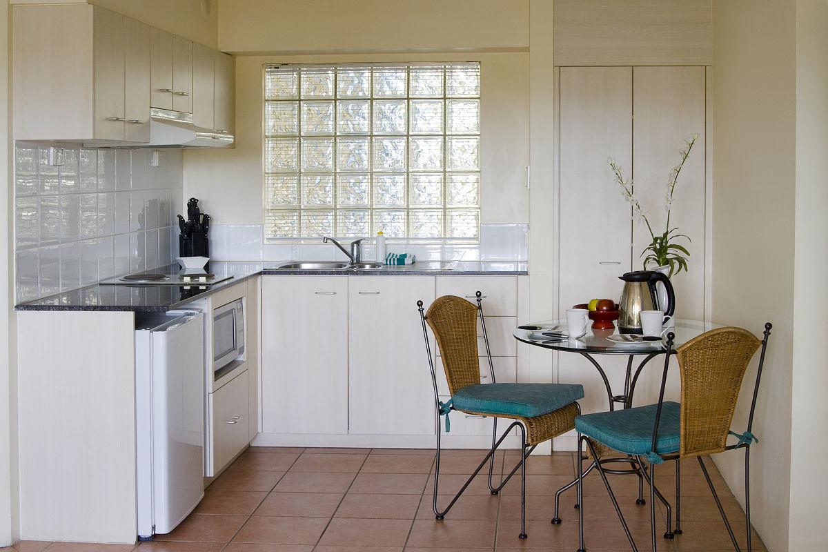 椅子,柜子,小的,米色,桌子,住宅内部,档案柜,商业厨房,住宅房间,厨房图片