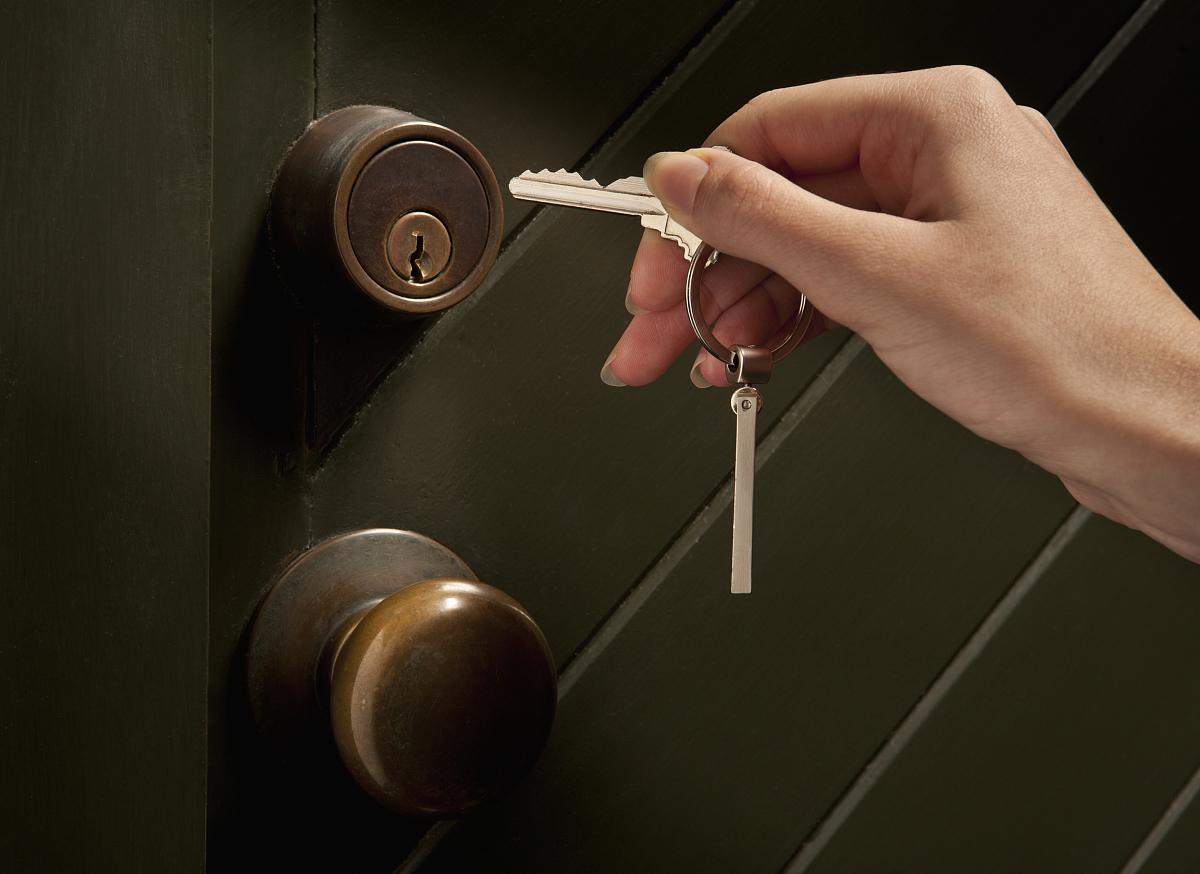 钥匙,锁眼,彩色图片,门把手,放置,摄影,仅青少年,青春期,图像,人体