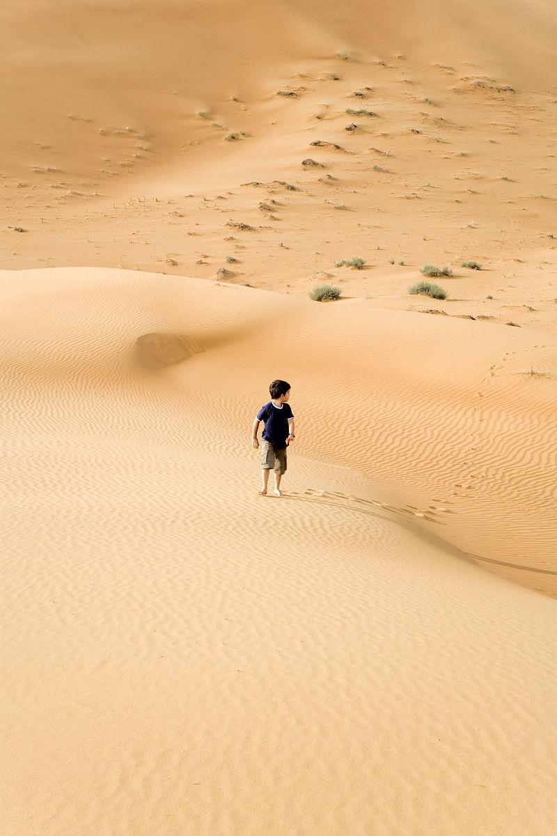街道,式样,太阳,夏天,地形,沙漠,地平线,沙丘,日光,一个人,风景,美,儿图片