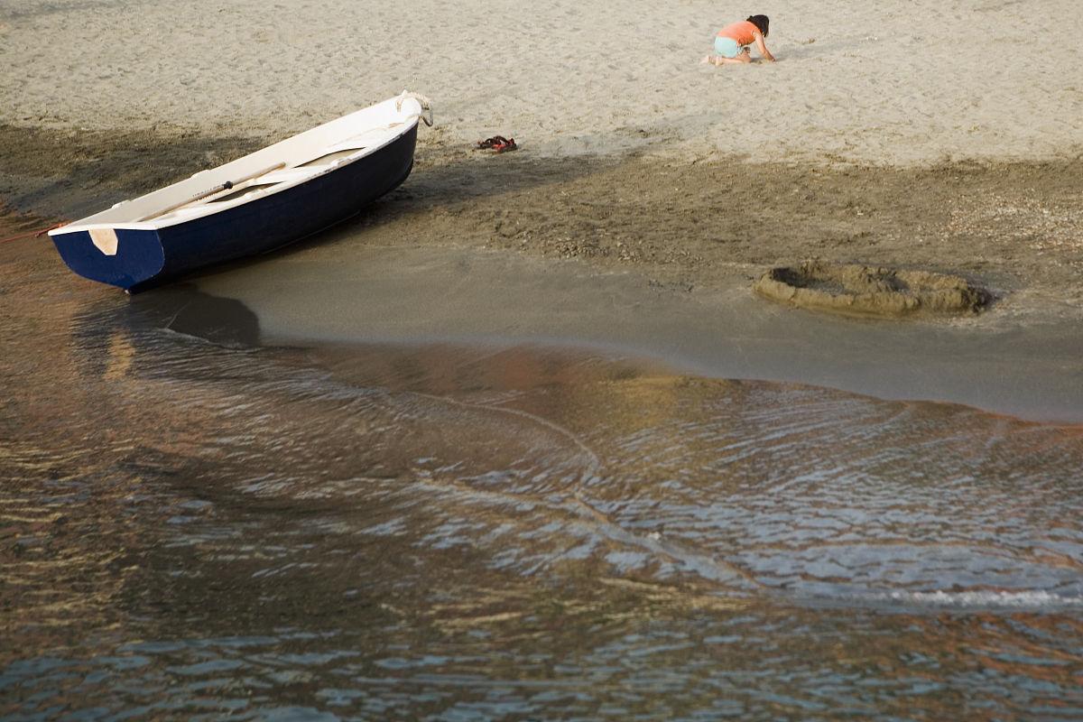 中央五�9il�..��_在海滩上,意大利里维埃拉,五渔村国家公园,il porticciolo,维尔纳扎