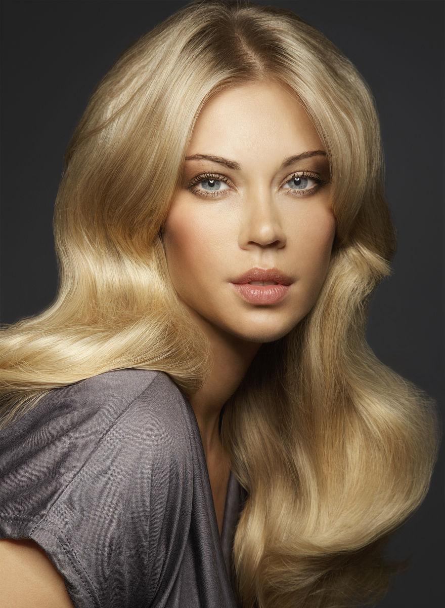 长着金色头发的女人图片