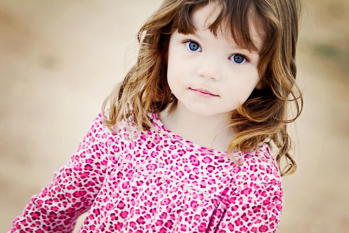 蓝色眼睛,头和肩膀,摄影,与摄影有关的场景,衣服,白昼,人,卷发,美国图片