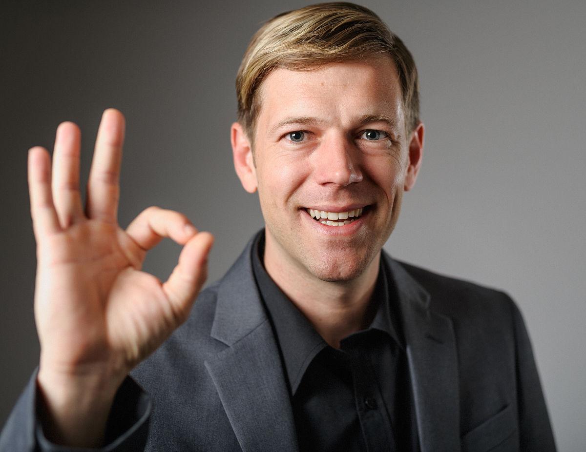 成年人,中年人,30到39岁,彩色图片,同意的手势,手势语,男人,中年男人图片