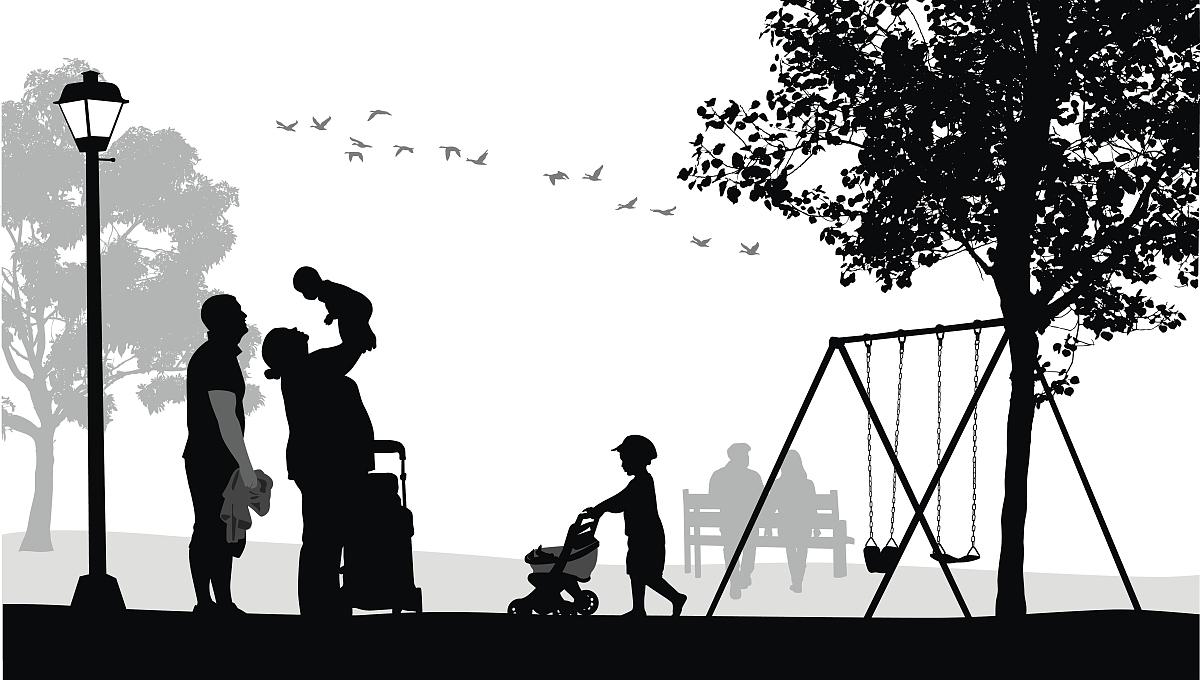 家庭,背景分离,相伴,简单背景,玩具,操场,公园,鸟类,拿着,剪影,运动图片