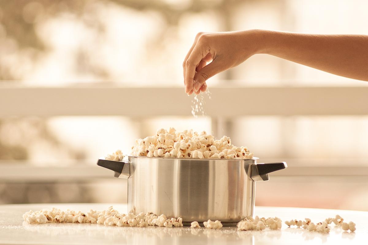 成年人午夜免费电影_行动,食品,清新,水平画幅,室内,选择对焦,手,部分,白昼,一个人,成年人