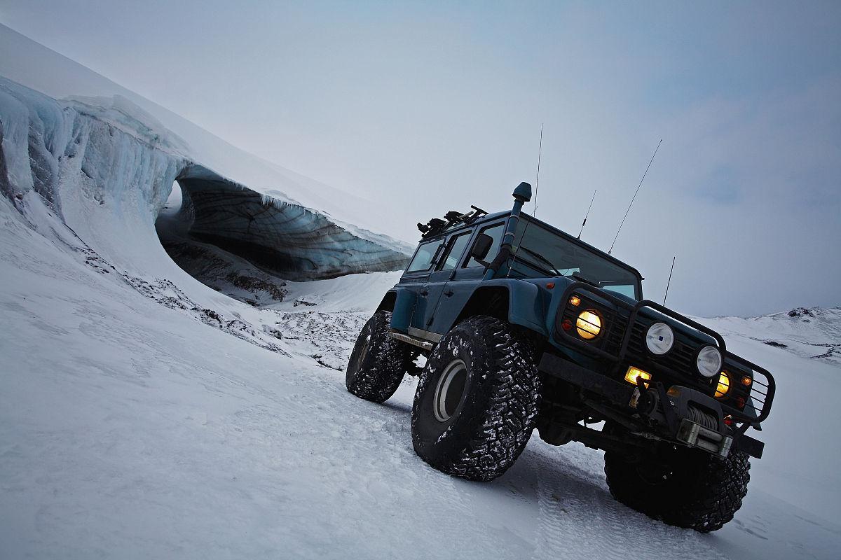 路虎�y�9�-yb�:.#i��_路虎,后卫驾驶冰雪覆盖的冰川