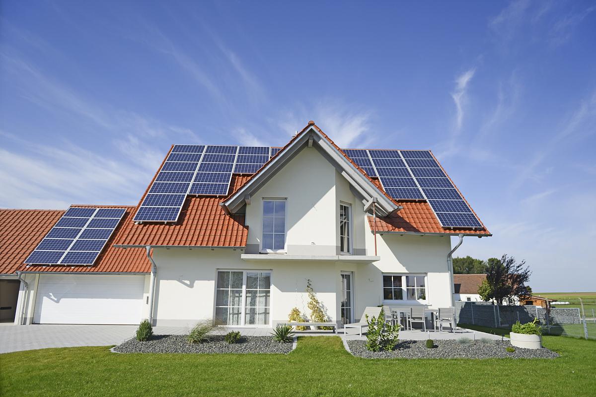 新屋屋顶太阳能电池板图片