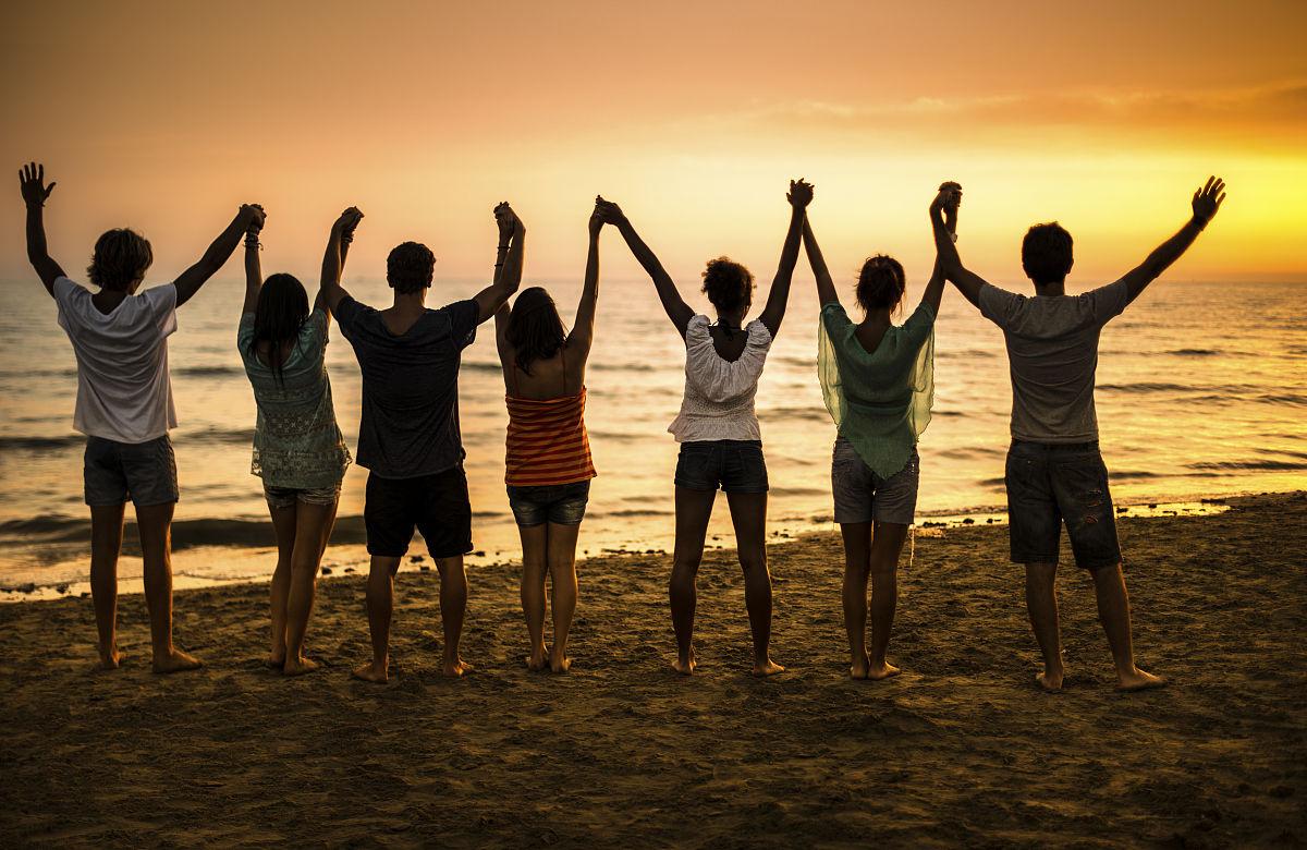 青少年,青年人,青年文化,社区,人群,慈善救济,摄影,举起手,大学生图片
