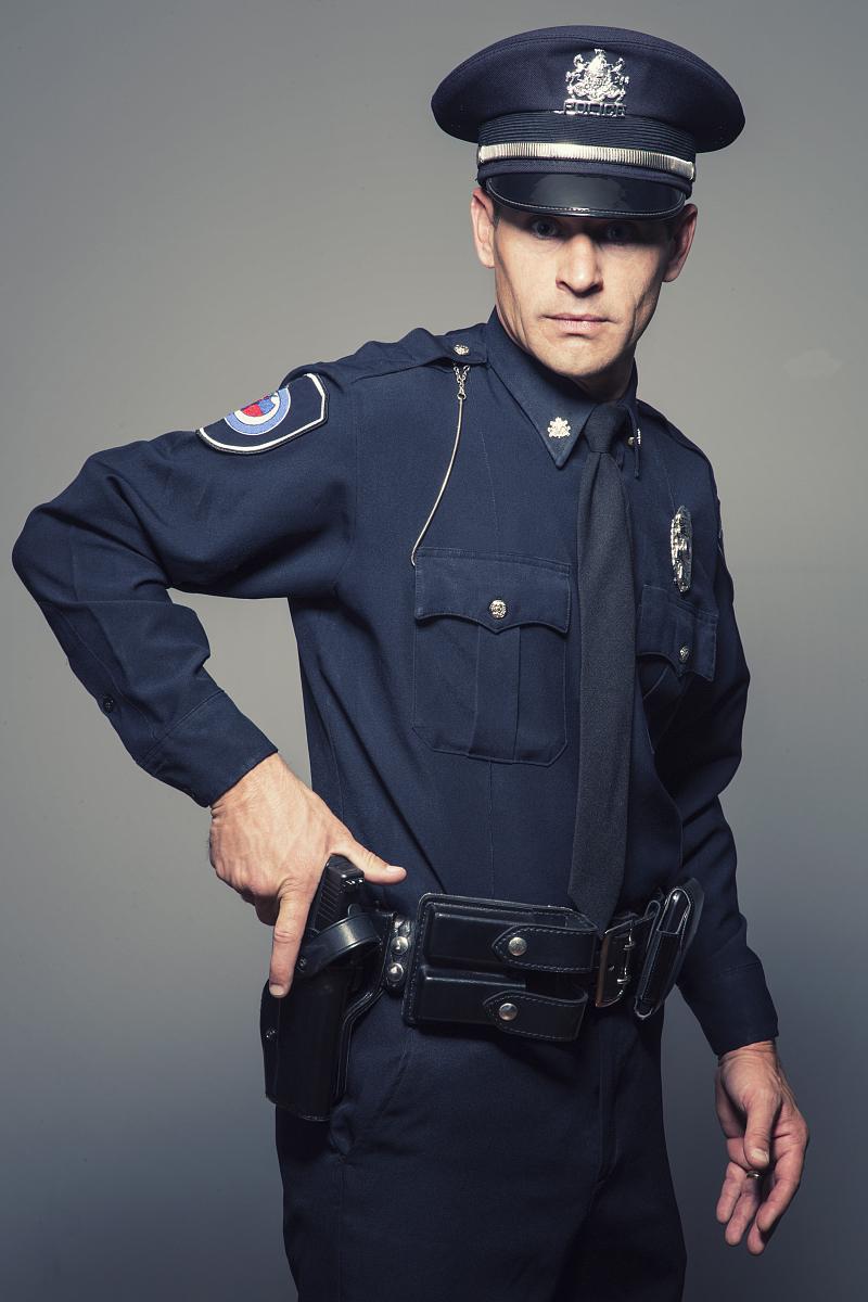 警官�y�-��+_持枪警官