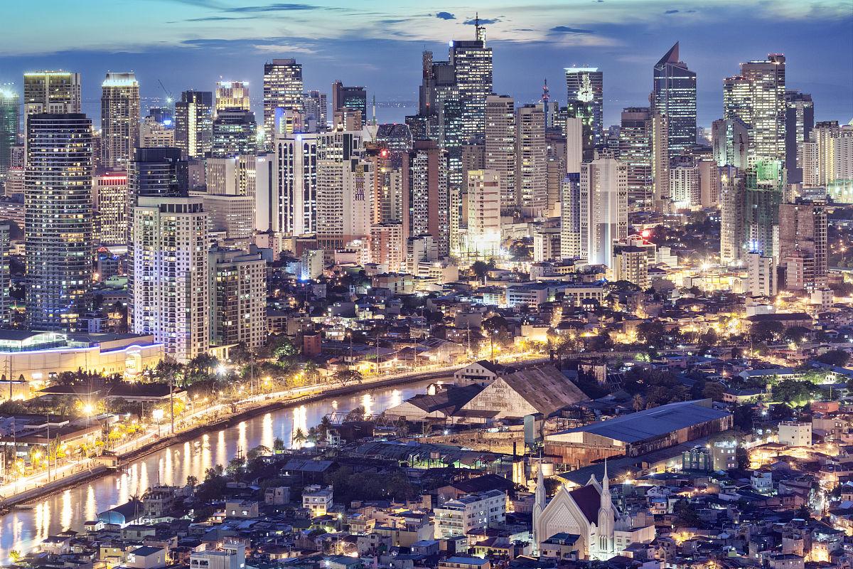 菲律宾马尼拉中市马卡蒂商务区和帕西格河的昏