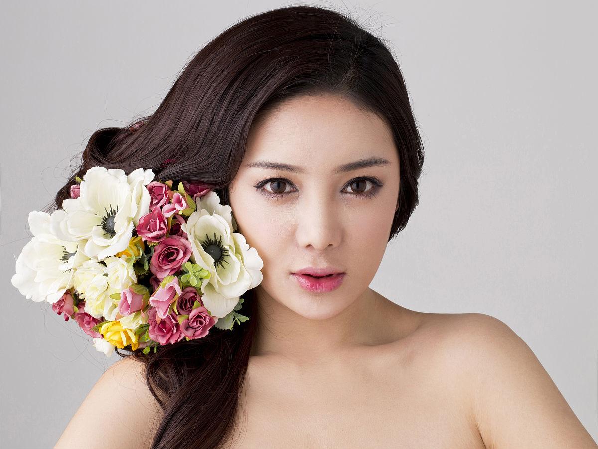 青年女人彩妆造型图片