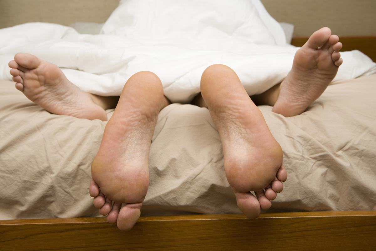 和英美男人做爱_床上夫妻性爱观.