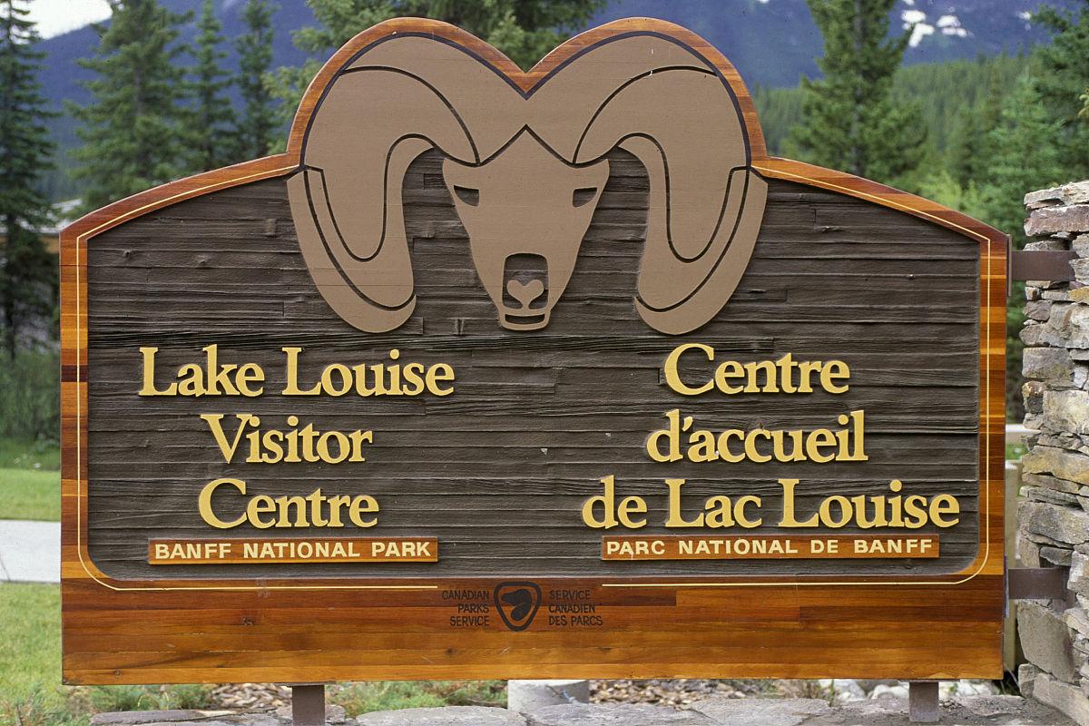 路易丝湖村广告牌.班芙国家公园.加拿大图片