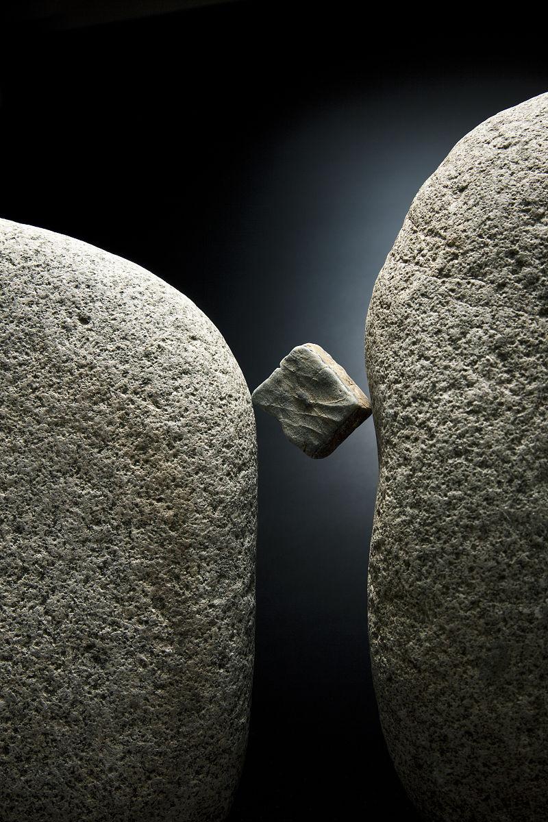 之间_大石头之间的石头
