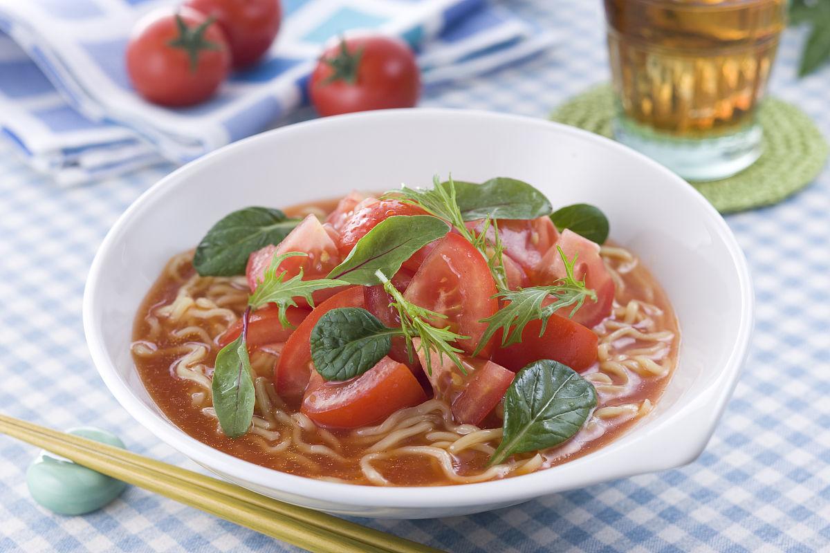 我和朋���h�i�_hiyashi西红柿面条