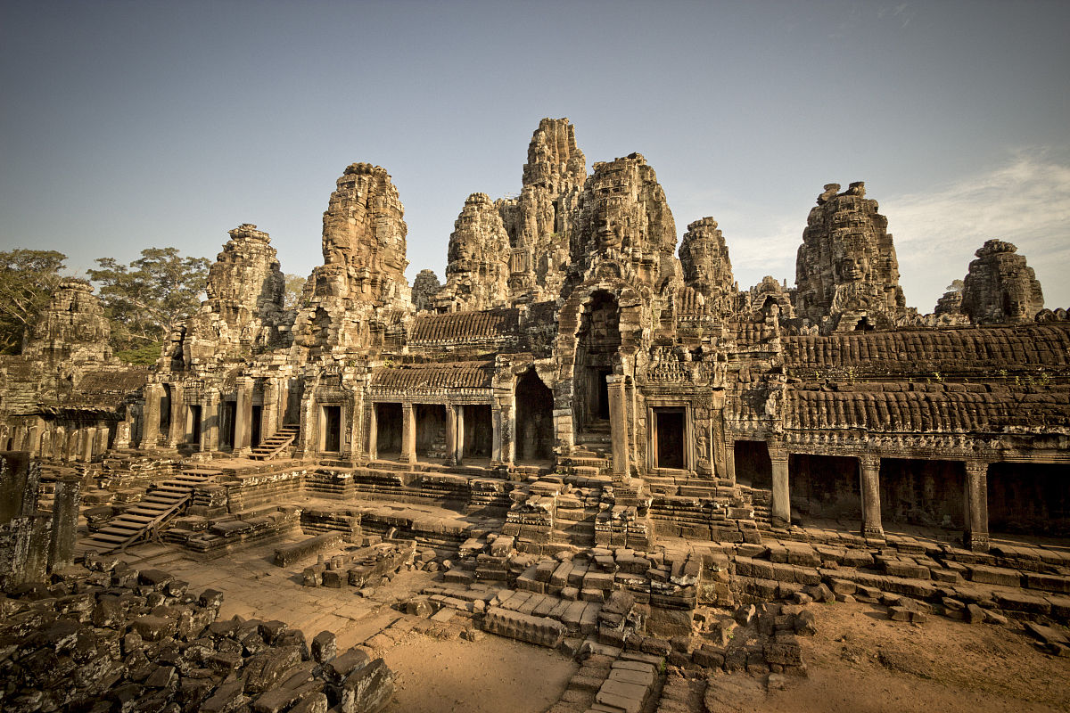 纪念碑巴戎寺面临的石头,angkor tho