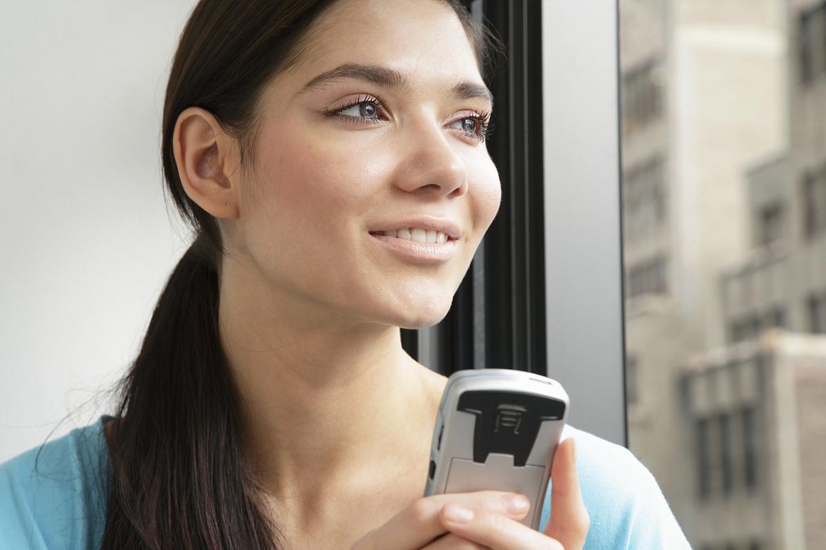 个女人,不看镜头,头发长度,无线电技术,头发向后梳,仅成年人,俄罗斯人图片
