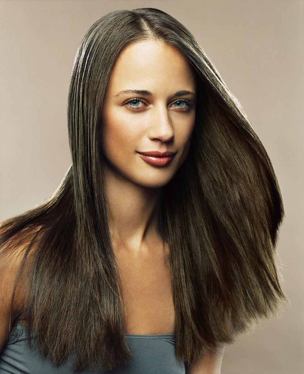 头发长度,长发,仅女人,仅一个女人,头和肩膀,面部表情,微笑,发型,直发图片