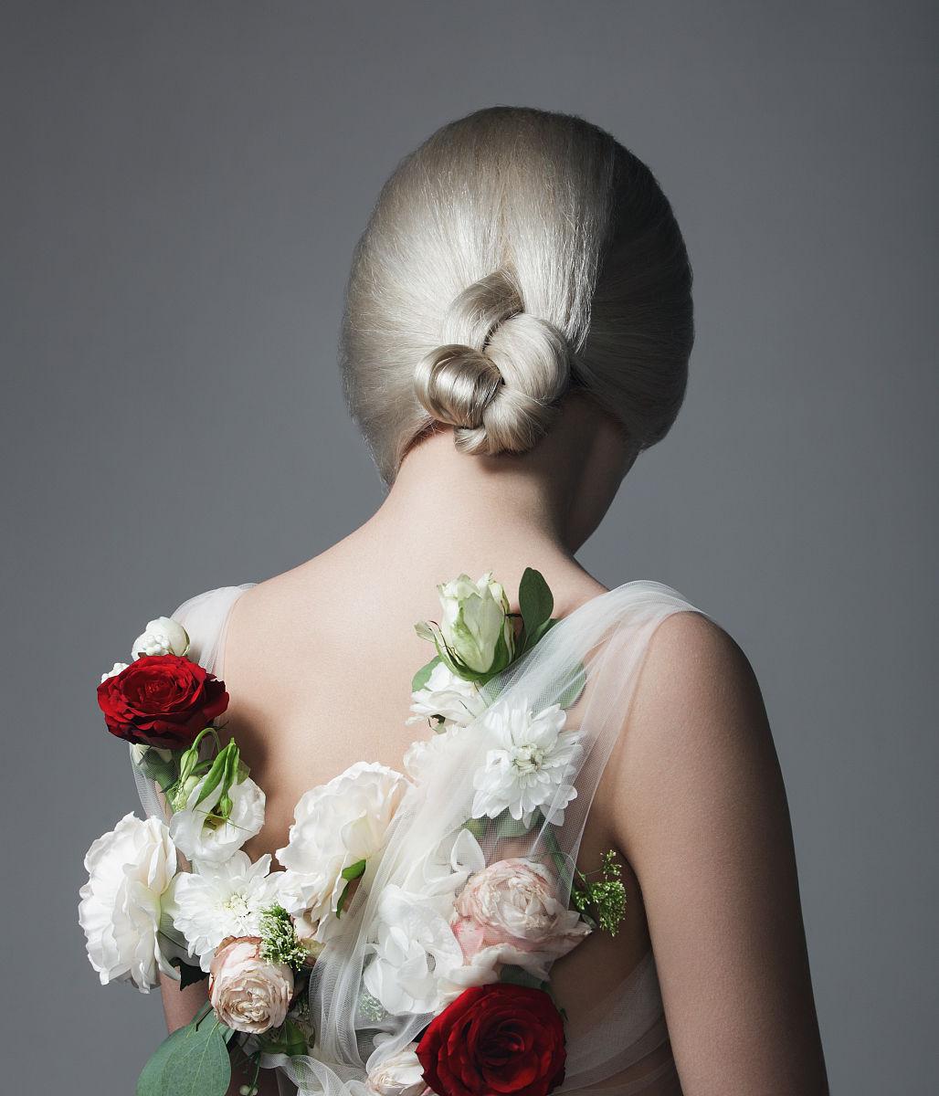 灵感,背面视角,女性特质,仅一朵花,自然美,仅一个青年女人,发型,花图片