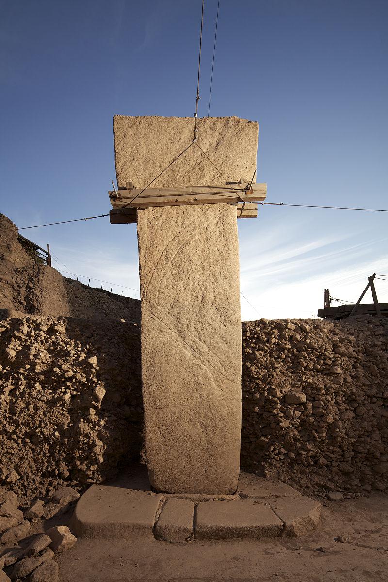 �~t_一支t形柱在哥贝克力山顶遗迹.