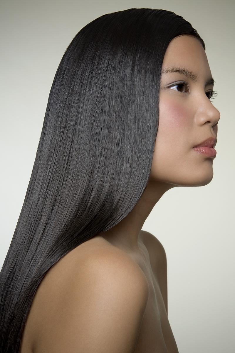 人,垂直画幅,影棚拍摄,室内,侧面视角,头和肩膀,发型,直发,长发,黑发图片