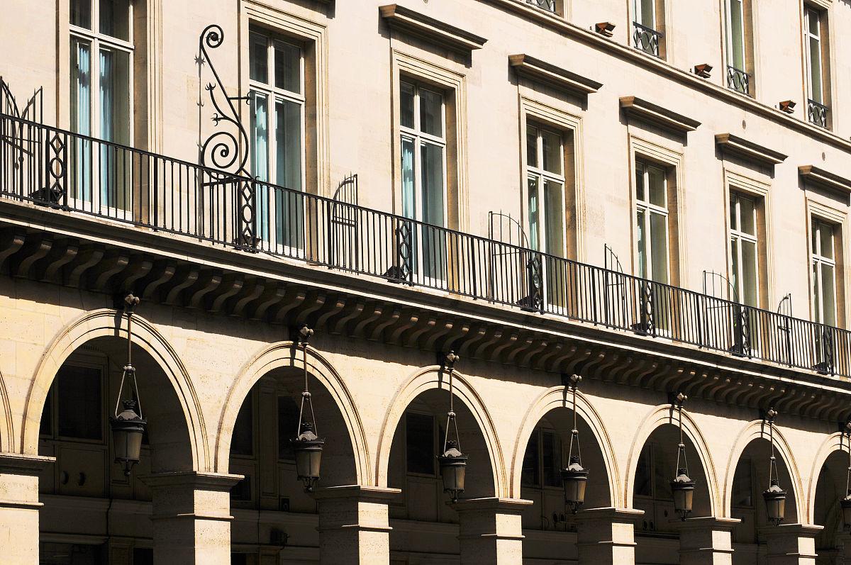 城市,历史,建筑,旅游目的地,水平画幅,户外,公寓,宫殿,栏杆,窗户,柱子图片