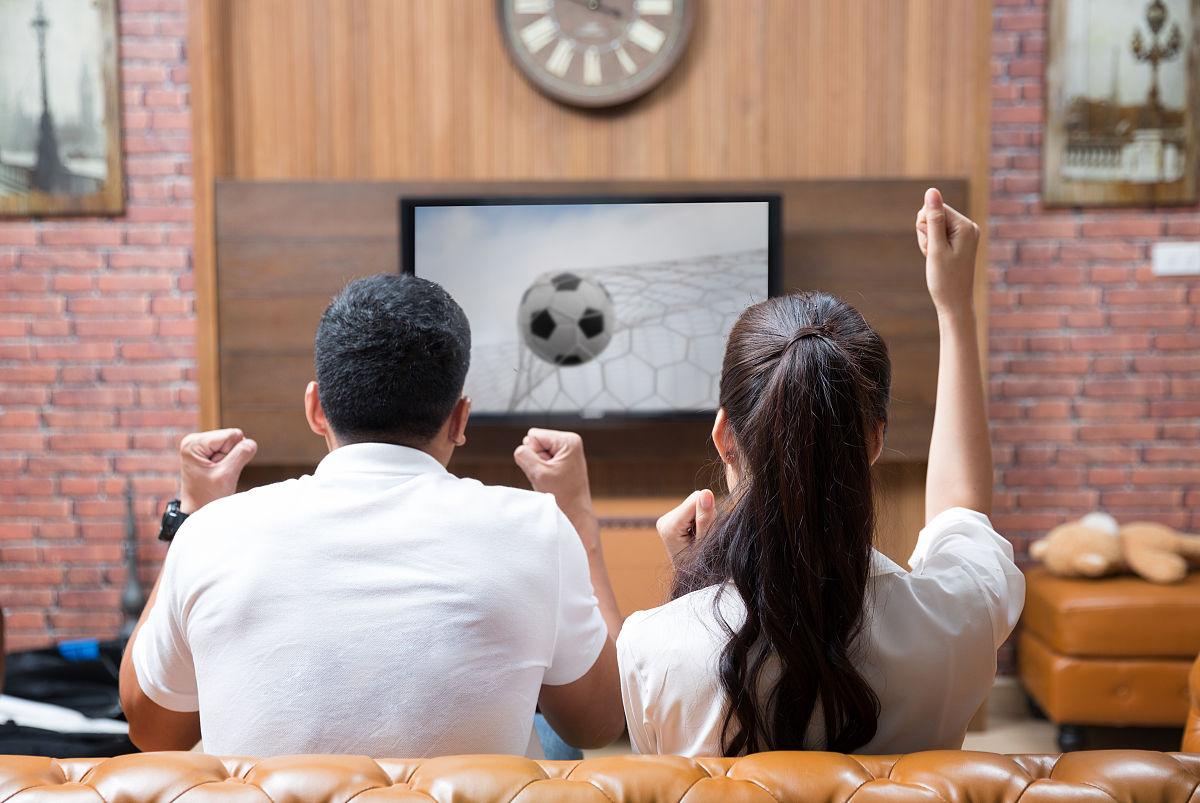 观看_亚洲情侣观看足球比赛