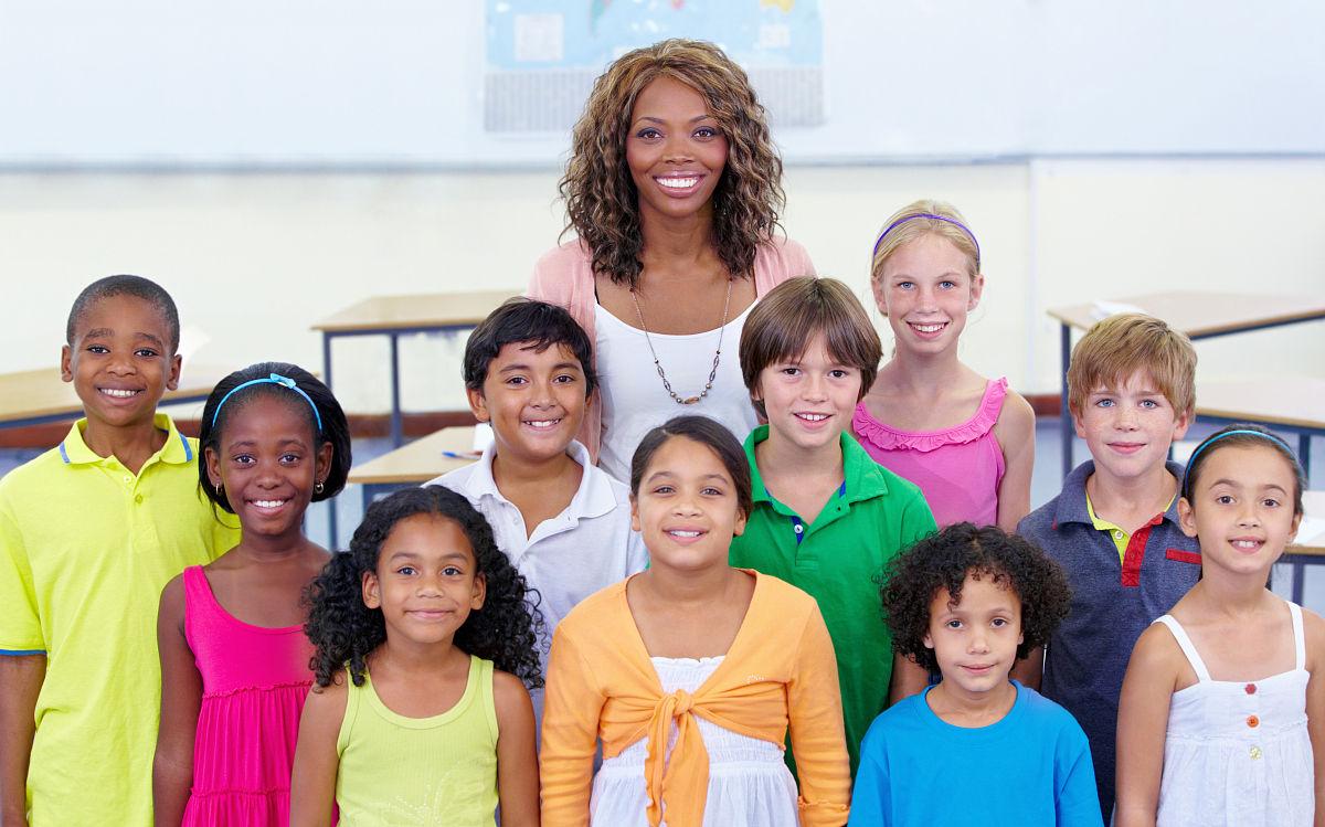 人,集体照,非裔美国人,表现积极,室内,青年文化,女生,男生,小学生图片