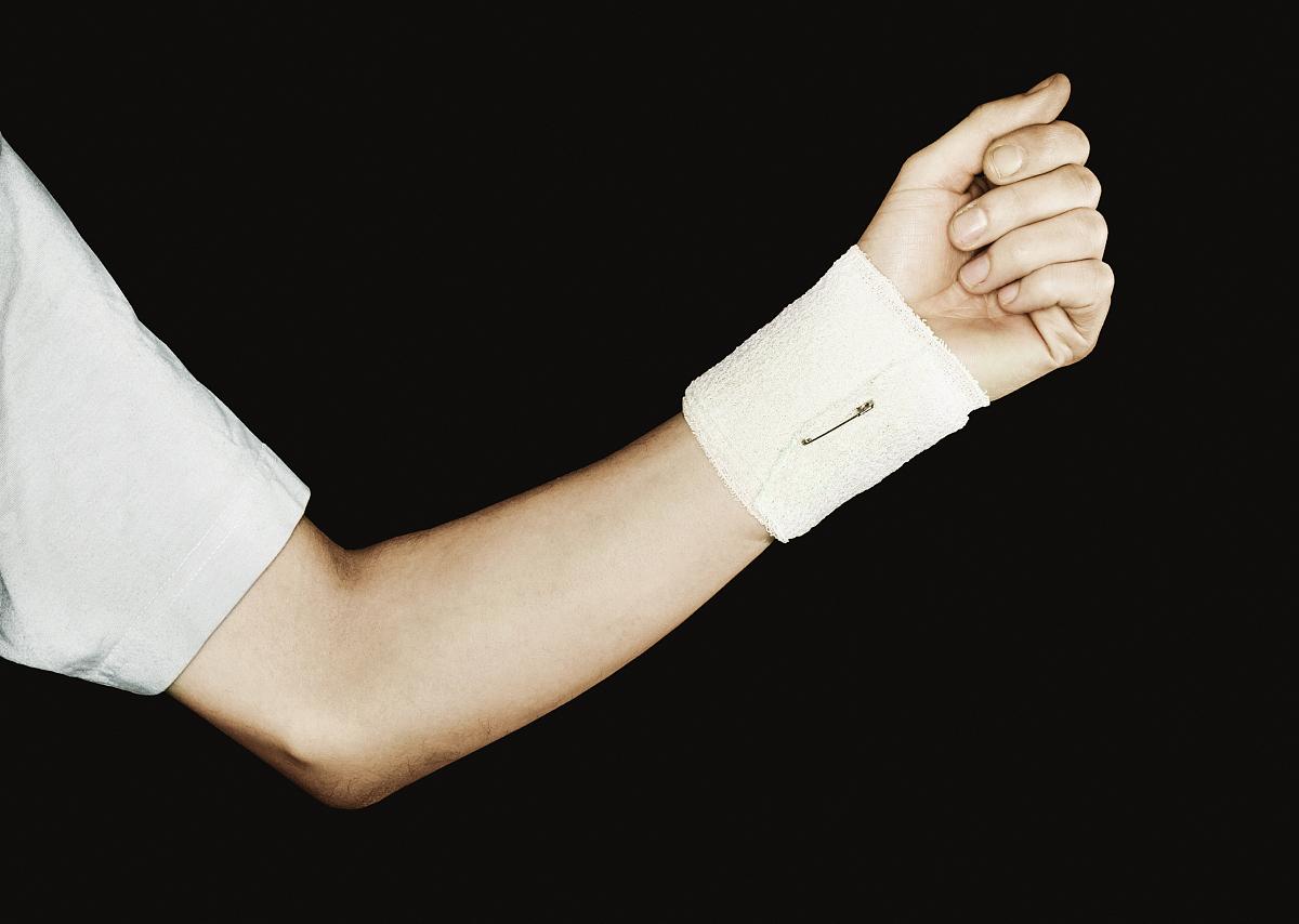 胳膊和腿骨折,扭伤和包扎图片
