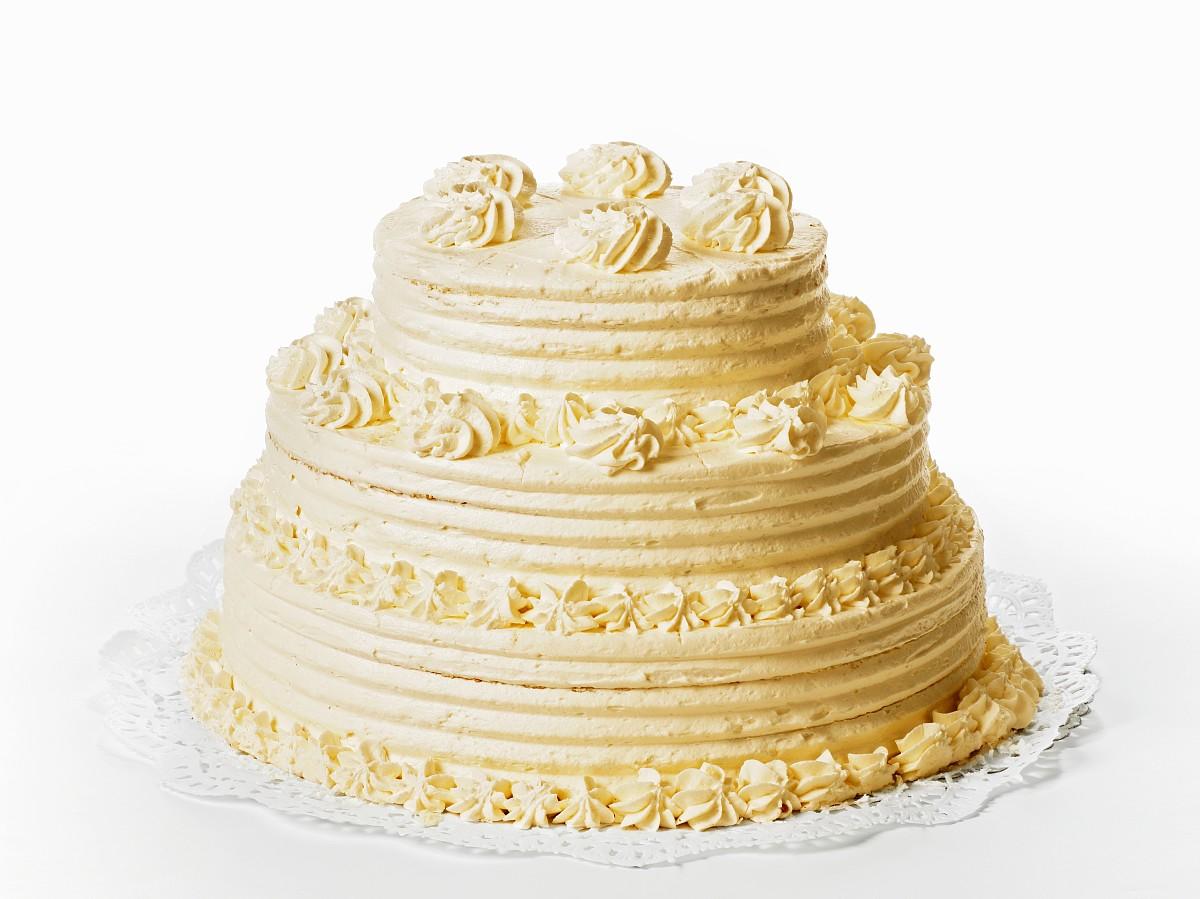 纯奶油蛋糕_白色背景的一三层奶油蛋糕