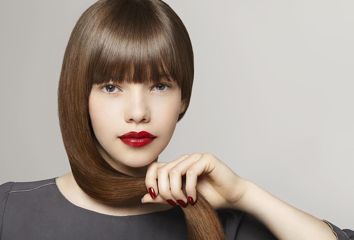 人,衣服,闪亮的,唇膏,影棚拍摄,人体,人的嘴,嘴唇,直发,长发,棕色头发图片