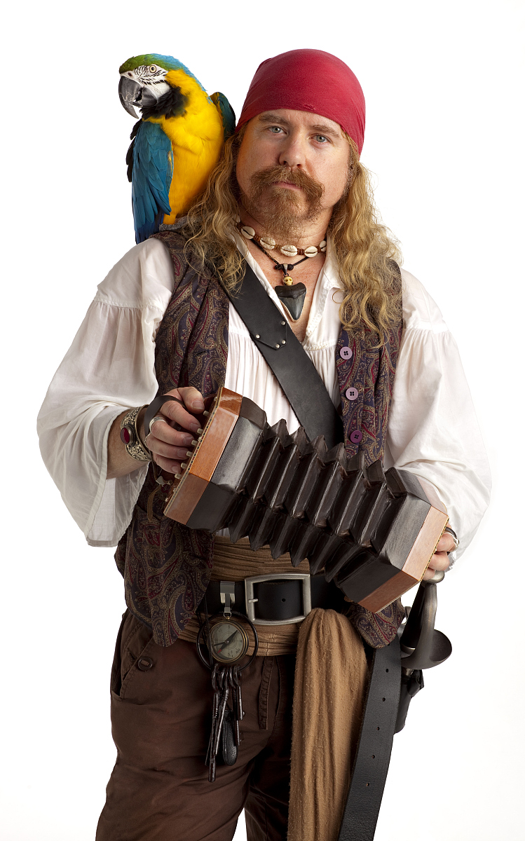 海盗和鹦鹉_与白parrot和手风琴音乐的海盗.