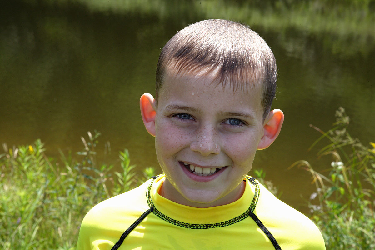 地貌,河岸,儿童,仅儿童,时段,白昼,青春期前儿童,10岁到11岁,发型,砰图片